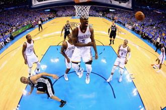 В полуфинальной серии плей-офф НБА «Оклахома-Сити» сократила отставание в серии с «Сан-Антонио»