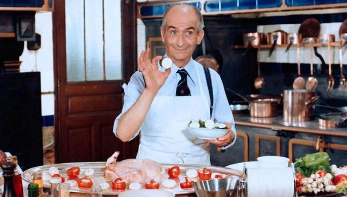 В 1975 году Луи де Фюнес перенес инфаркт и перестал сниматься. Для своего возвращения он выбрал фильм «Крылышко или ножка» (L' Aile Ou La Cuisse, 1976) — почти что ремейк своей же картины 1966 года «Ресторан господина Септима». В новой работе мсье Септима заменил ресторанный критик Шарль Дюшмен, но цель героев осталась прежней — сохранение качества еды любой ценой