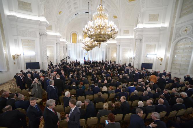Члены Федерального собрания перед началом оглашения ежегодного послания президента Российской Федерации Федеральному собранию в Георгиевском зале Кремля