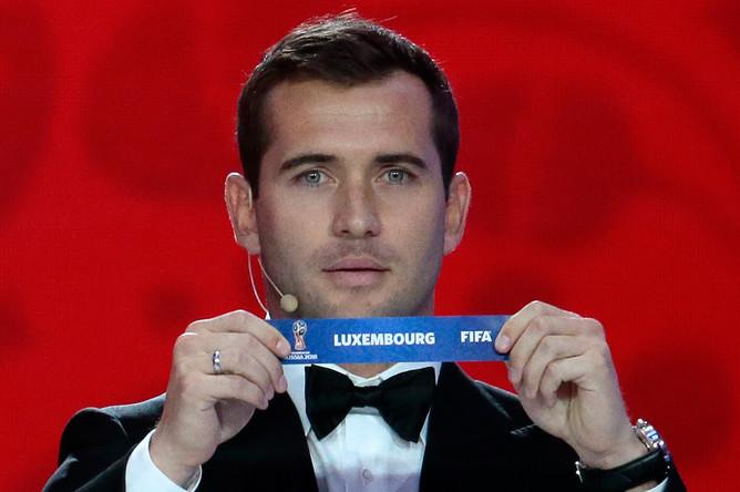 Футболист Александр Кержаков во время жеребьевки чемпионата мира по футболу
