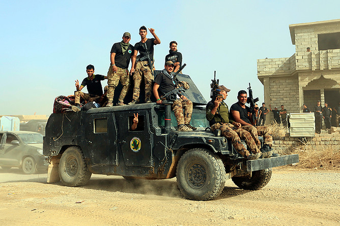 Бойцы элитных иракских антитеррористических сил перед операцией по возвращению Мосула, 15 октября 2016 года