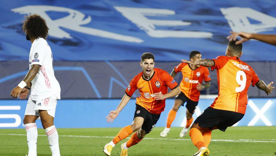 Игроки «Шахтера» празднуют гол в ворота «Реала»