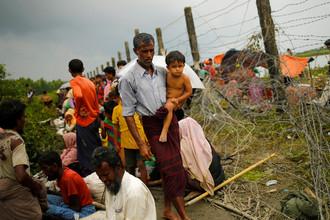 Мужчина с ребенком (Мьянма), 7 сентября 2017 года