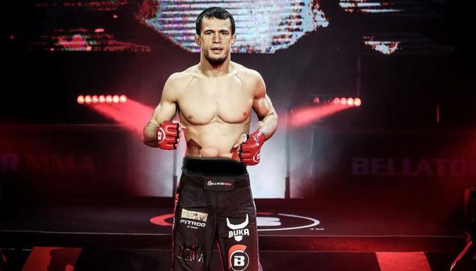 Сделал по красоте: Усман Нурмагомедов одержал первую победу в Bellator