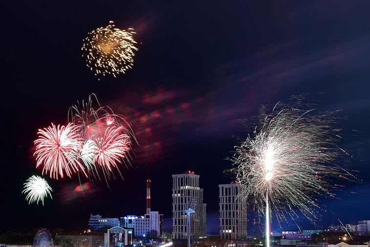 Праздничный салют в честь 76-й годовщины Победы в Великой Отечественной войне во Владивостоке, 9 мая 2021 года