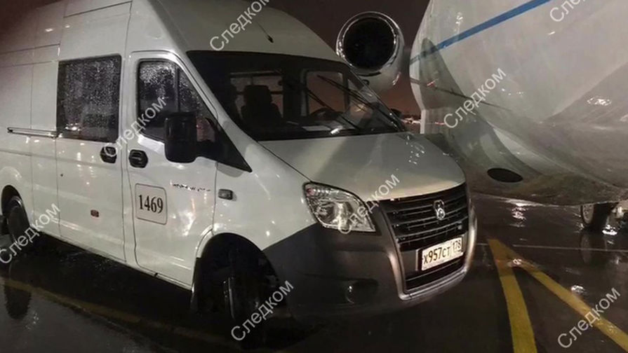 Микроавтобус столкнулся с частным самолетом в Пулково
