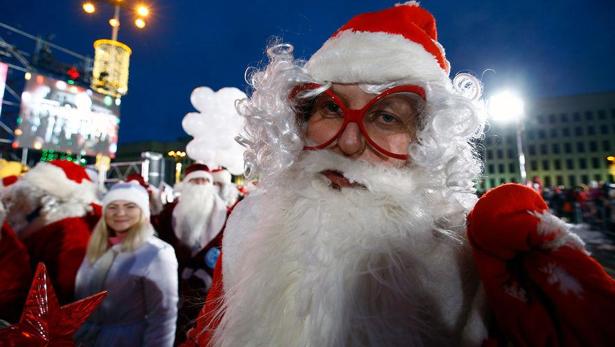 В Минске задержали бегунов в костюмах Деда Мороза
