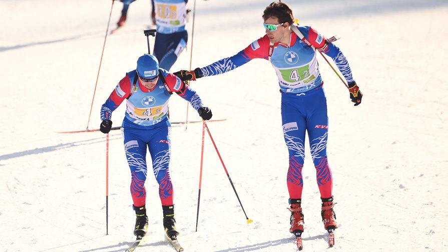 Слева направо: Александр Логинов (Россия) и Матвей Елисеев (Россия) на дистанции эстафеты среди мужчин на чемпионате мира по биатлону в словенской Поклюке, 20 февраля 2021 года