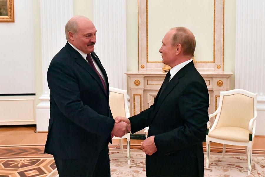 Президент РФ Владимир Путин и президент Белоруссии Александр Лукашенко во время встречи, 9 сентября 2021 года
