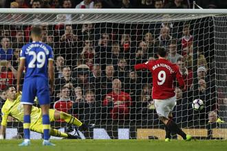 Нападающий «Манчестер Юнайтед» Залатан Ибрагимович сравнял счет в матче с «Эвертоном» на последней минуте встречи