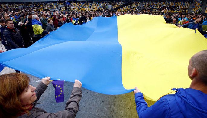На стадионе «Олимпийский» в Киеве перед началом дебатов между действующим президентом Украины Петром Порошенко и его соперником в президентской гонке Владимиром Зеленским, 19 апреля 2019 года