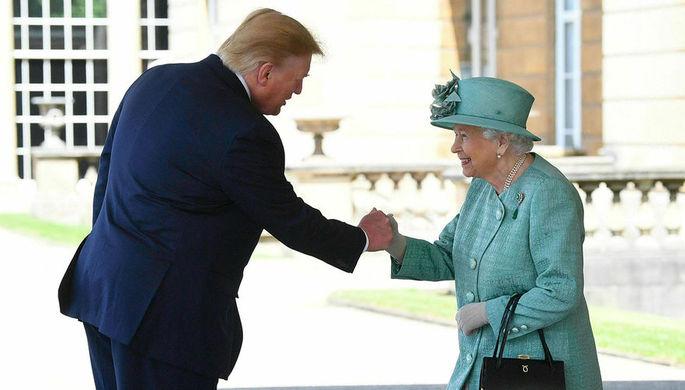 Не удержался: как Трамп нарушил королевский протокол