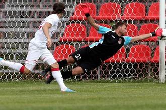 Вратарь «Уфы» Юрченко спасает команду после удара спартаковца Яковлева