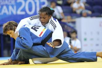Янет Бермой Акоста и Наталья Кузютина во время финального поединка женского турнира по дзюдо в весовой категории до 52 кг.