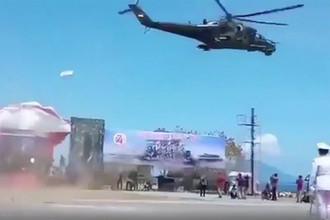 «Летающий танк»: российский вертолет напугал зрителей парада в Индонезии