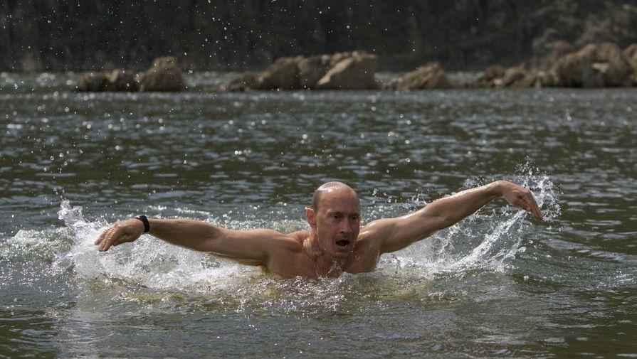 Владимир Путин во время отдыха на реке Хемчик, 2009 год