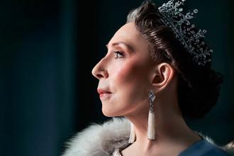 Актриса Инна Чурикова в роли английской королевы Елизаветы II в спектакле «Аудиенция» Глеба Панфилова по пьесе Питера Моргана