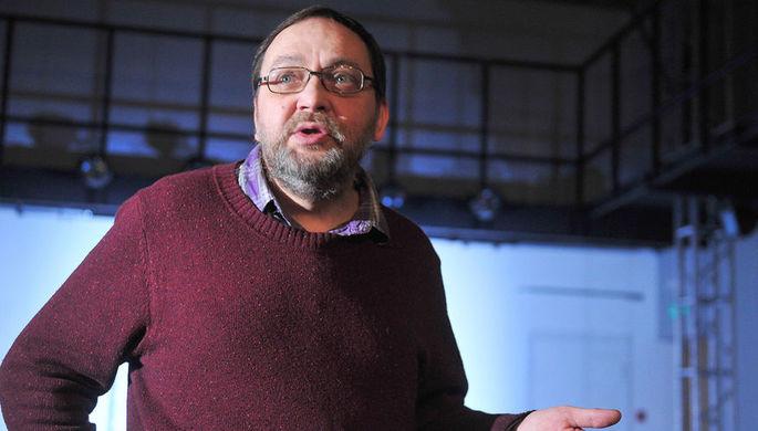 Михаил Угаров отвечает на вопросы журналистов перед началом спектакля «Маскарад...