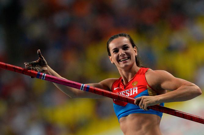Российская спортсменка Елена Исинбаева в финальных соревнованиях по прыжкам с шестом среди женщин на чемпионате мира по легкой атлетике в Москве, 2013 год