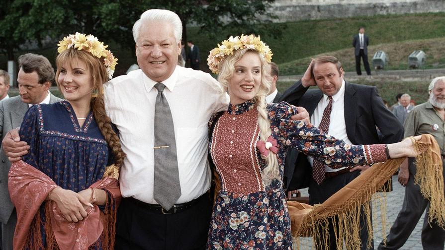 Президент России Борис Ельцин в Москве накануне президентских выборов, 12 июня 1996 года