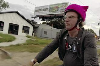 Кадр из сериала «Кто такая Америка?» (2018)