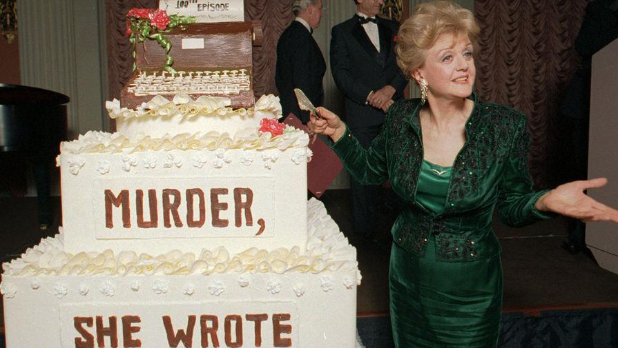 Анджела Лэнсбери на праздновании выхода 100-го эпизода сериала «Она написала убийство», 1996 год