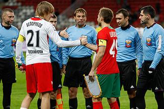В матче первого круга чемпионата России-2013/14 «Локомотив» разгромил «Амкар» в Черкизове со счетом 4:0, а в Перми сыграл 0:0