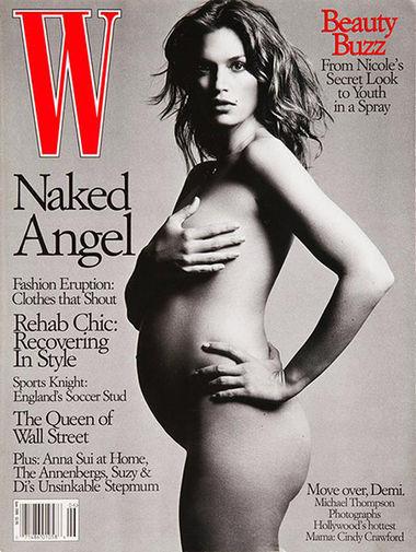 Впервые на обложке печатного издания Синди Кроуфорд появилась, еще будучи ученицей старшей школы – ее снимок, который сделал местный фотограф ДеКалба Роджер Леджел, украсил газету DeKalb Nite Weekly в ноябре 1982 года. А в 1990-м она вошла в созвездие топ-моделей вместе с Кристи Терлингтон, Линдой Евангелистой, Наоми Кэмпбелл и Татьяной Патитц – их фотографию, сделанную Питером Линдбергом, поместили на обложку январского Vogue. В общей сложности лишь только для Vogue она сделала 18 обложек. На снимке — Синди Кроуфорд на обложке журнала W Magazine за июнь 1999 года