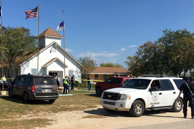Обстановка на месте расстрела прихожан баптистской церкви в Сатерленд Спрингс, штат Техас, 5 ноября 2017