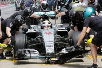 Хэмилтон показал лучшее время на тренировках перед Гран-при Канады