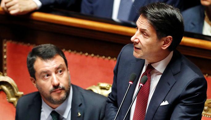 Заместитель премьер-министра Италии Маттео Сальвини и премьер Джузеппе Конте во время обращения к сенату страны в Риме, 20 августа 2019 года
