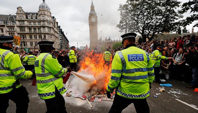 Беспорядки и нищета: чем Британии грозит развод с ЕС