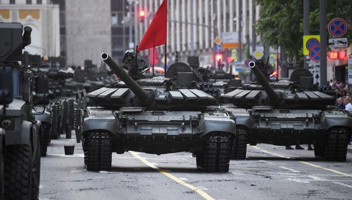 Танки Т-34-85 во время генеральной репетиции военного парада в честь 75-летия Победы в Великой Отечественной войне в Москве, 20 июня 2020 года