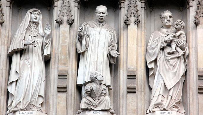 Статуи мучеников на западном фасаде Вестминстерского аббатства