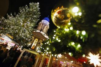 Рождественская ярмарка на площади Жендарменмаркт в Берлине, 16 ноября 2016