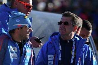 Старший тренер мужской сборной России по биатлону Рикко Гросс и президент Союза биатлонистов России Александр Кравцов (слева направо)