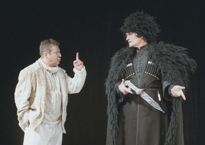 Геннадий Хазанов и Кахи Кавсадзе во время премьеры спектакля «Птицы» на сцене Театра эстрады, 2000 год