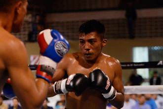 Сальвадорский боксер Франсиско Руис в бою против Рикардо Кортеса