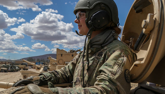 Чтобы не болела голова: женщинам в армии США изменили дресс-код