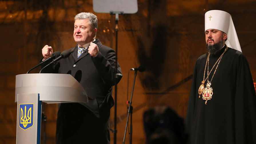 Порошенко призвали провести опрос о переходе церквей в ПЦУ