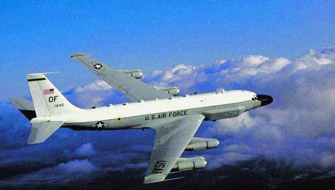 Американский разведывательный самолет Boeing RC-135, фотография опубликована в 2003 году