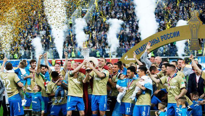 Футболисты «Зенита» отмечают чемпионский титул после победы над ЦСКА