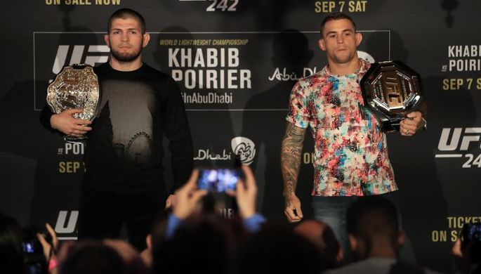 Хабиб Нурмагомедов после победы над американцем Дастином Порье в титульном поединке на турнире UFC 242 в Абу-Даби