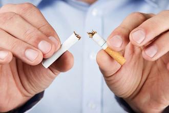 Новый запрет: на сколько оштрафуют за курение на балконе