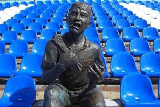 Памятник болельщику со стадиона «Труд» может найти себе новое место прописки