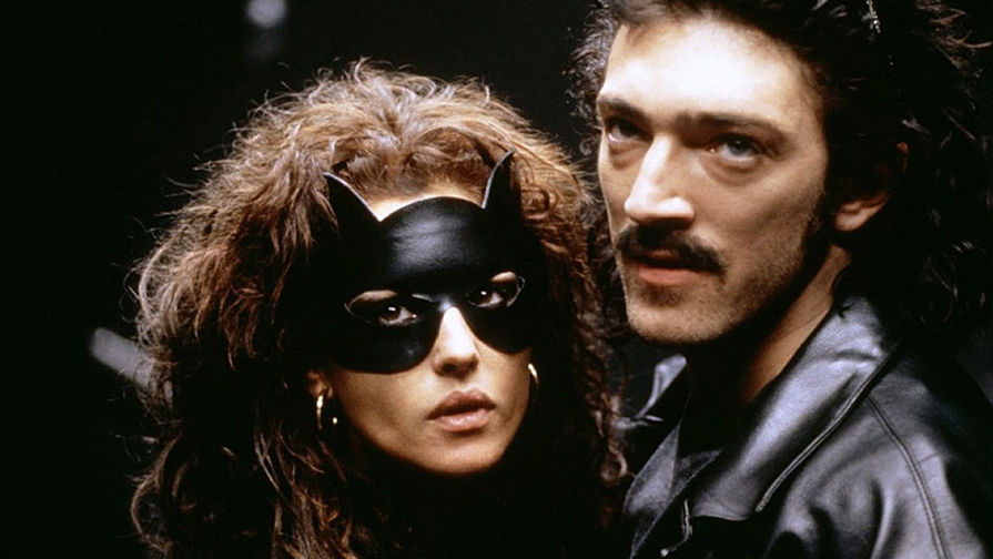 Моника Беллуччи и Венсан Кассель всцене изфильма «Доберман», 1997 год