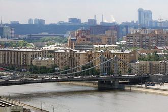 Вид на Крымский мост и район Хамовники