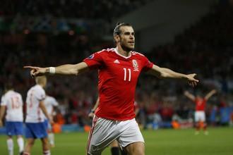 Гарет Бэйл празднует свой гол в ворота сборной России