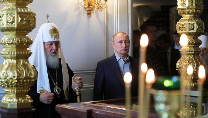 Патриарх Московский и всея Руси Кирилл и президент России Владимир Путин во время посещения...