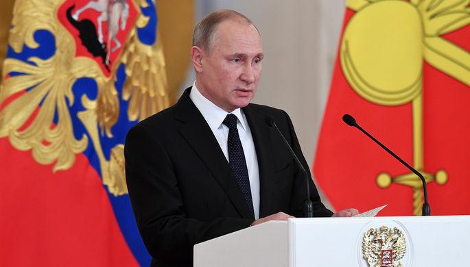 Президент России Владимир Путин во время встречи с военнослужащими в Кремле, 28 декабря 2017 года